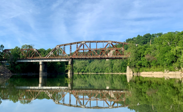 I really enjoy kayaking on the Kentucky River along side River View Park.